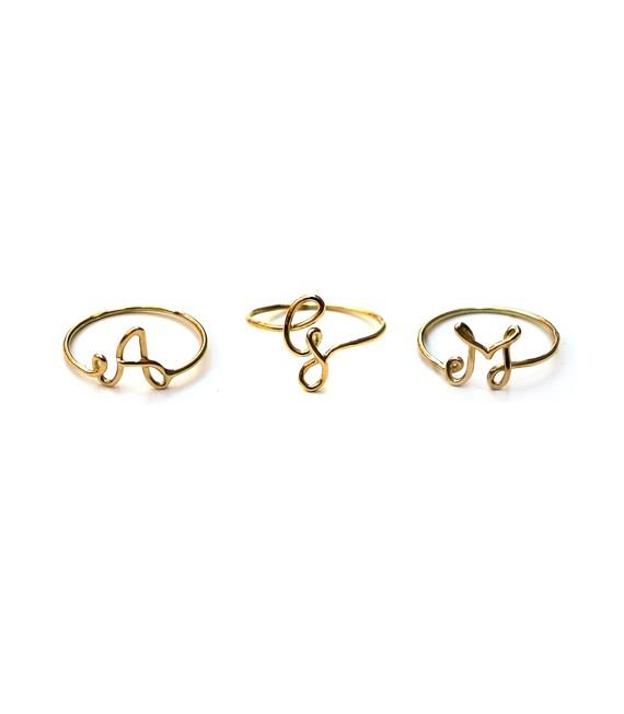anello-filo-iniziale-corsivo-oro
