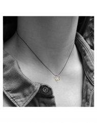 invisibile-stella-filo-piccola-oro_indossata