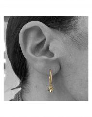 orecchini cerchietto micro madonna oro_indossato_1