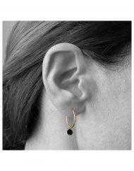 orecchini cerchietto zircone nero_indossato_