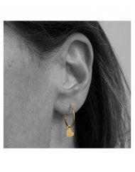 orecchino-cerchietto-cuore-micro-oro_indossato