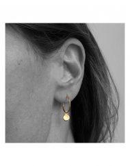 orecchino-cerchietto-dischetto-oro_indossato