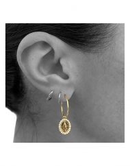 orecchino cerchietto madonna zirconi oro indossato