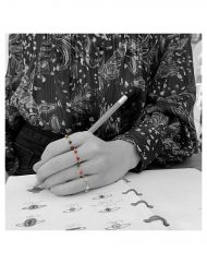 anelli rosario colorati indossato