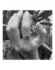 anello baguette ametista indossato sfera vetro