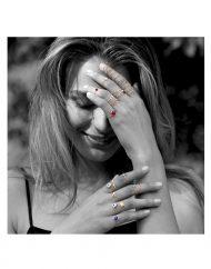 anello-filo-occhio-bianco-oro_indossato