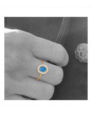 anello-madonna-blu-brillanti-indossato_3
