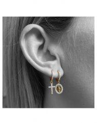 orecchini-cerchietto-zirconi-10mm-ciondoli-croce-madonna-zirconi-oro-indossato