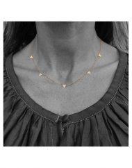 girocollo-triangolini-oro_indossato